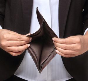 Upadłość konsumencka jest instrumentem, po który coraz częściej sięgają zadłużeni Polacy
