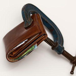 Firmy pożyczkowe oferują swoje usługi nie tylko osobom prywatnym. Mimo, że koszty ich usług są wyższe niż w banku, pożyczają od nich również przedsiębiorcy.